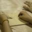 José Teao, artesano de Rapa Nui, realizó talleres en el Centro Cultural palacio de La Moneda